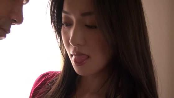 【人妻の主観・ハメ撮り動画】美女妻が義父に犯されてしまう背徳の情事!!...